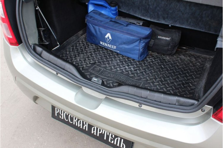 Накладка на порожек багажника Renault Sandero 2009-