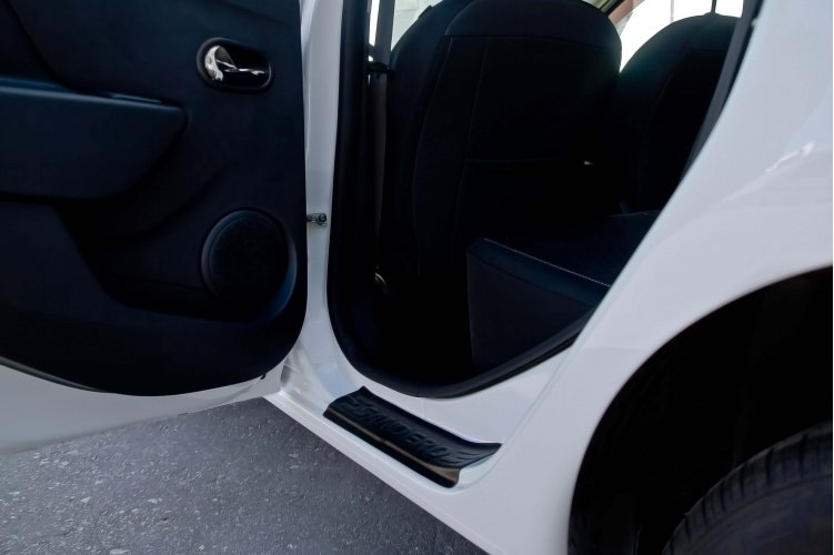 Накладки на пороги Рено Сандеро (Renault Sandero)