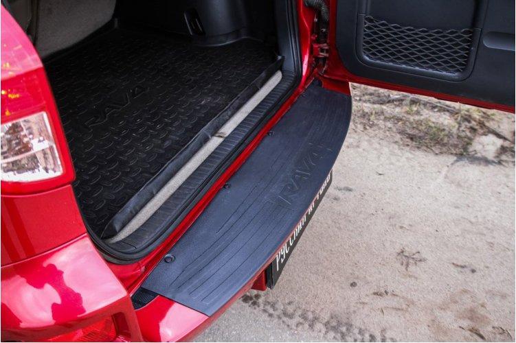 Накладка на бампер (задний) Тойота Рав 4