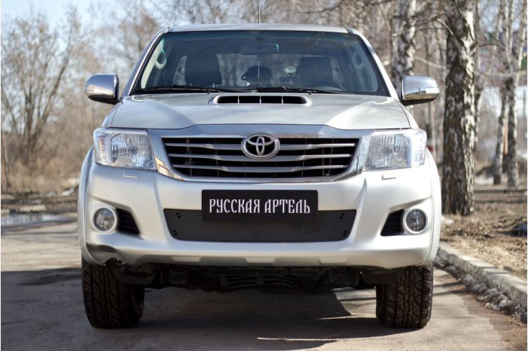 Зимняя заглушка бампера Toyota Hilux 2011-2013
