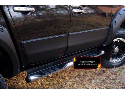 Молдинги из пластика на двери Mitsubishi L200 2015-2018